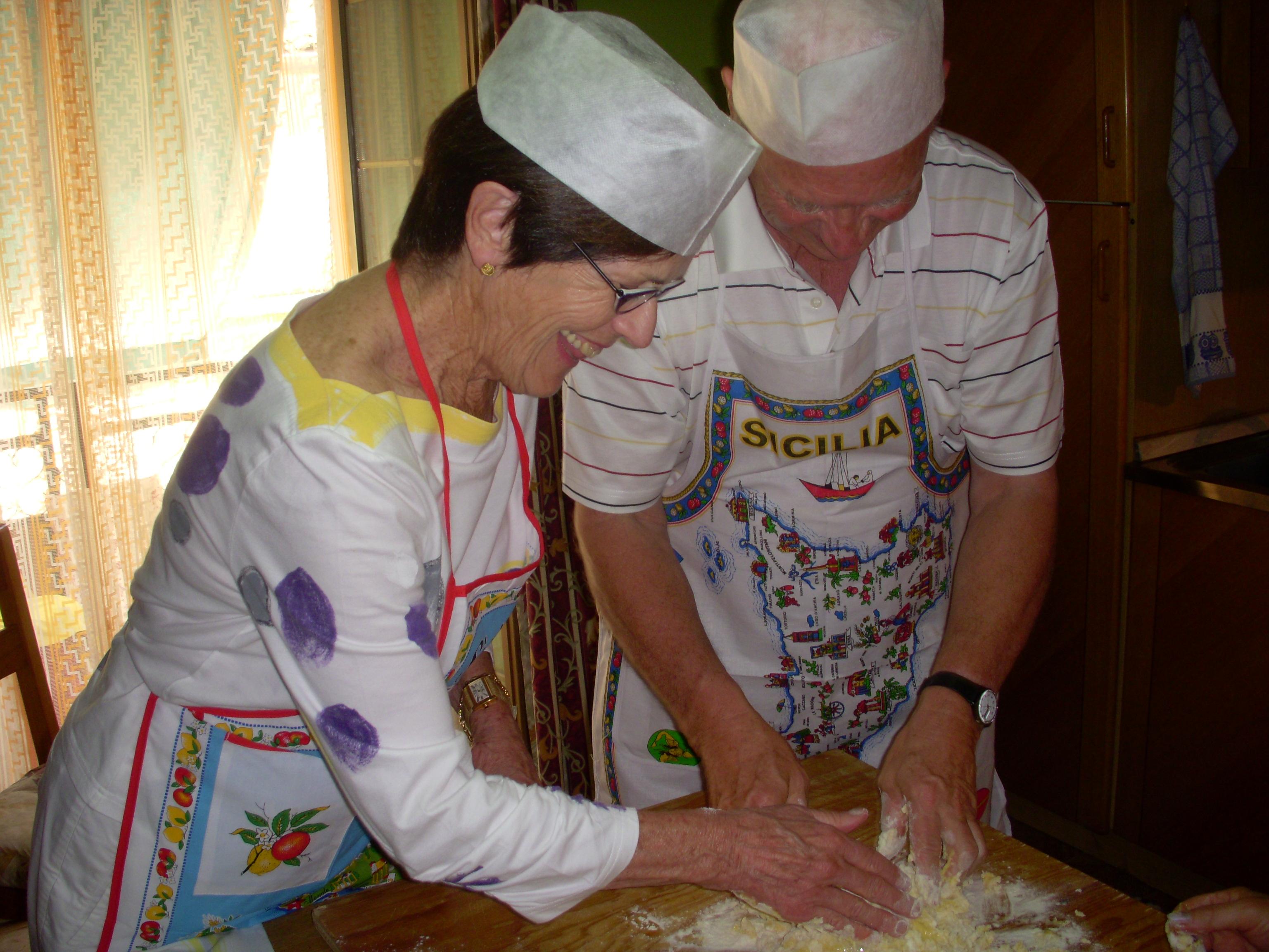 Lezione di cucina in una famiglia locale